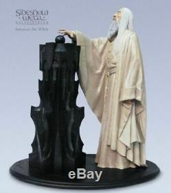Lord of the ring Saruman the White Sideshow Statue. Hobbit
