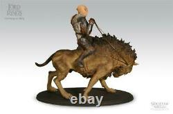 Sideshow Weta Lord of the Rings Gothmog on Warg Statue (New in Box)