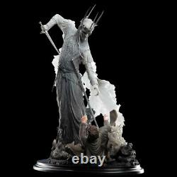 The Witch-King and Frodo at Weathertop statue Weta 16 Scale Lord of the Rings