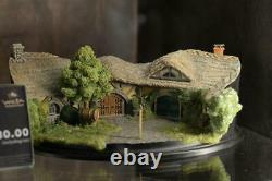 Weta Green Dragon Inn Scene Model The Lord of the Rings Display Statue