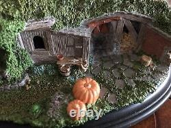 Weta LOTR Lord of the Rings Hobbit Hole 19 & 20 Pine Grove statue