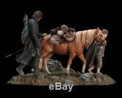 Weta lotr Lord of the Rings statue figure diorama Aragorn hobbit orc
